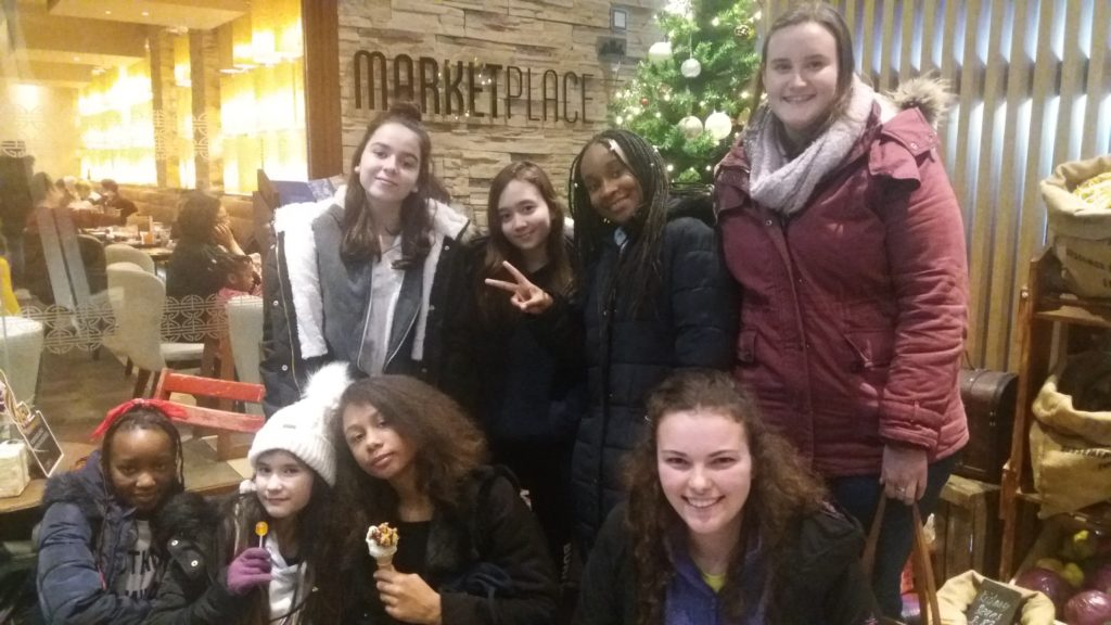 Years 7 & 8 enjoy supper in Oxford